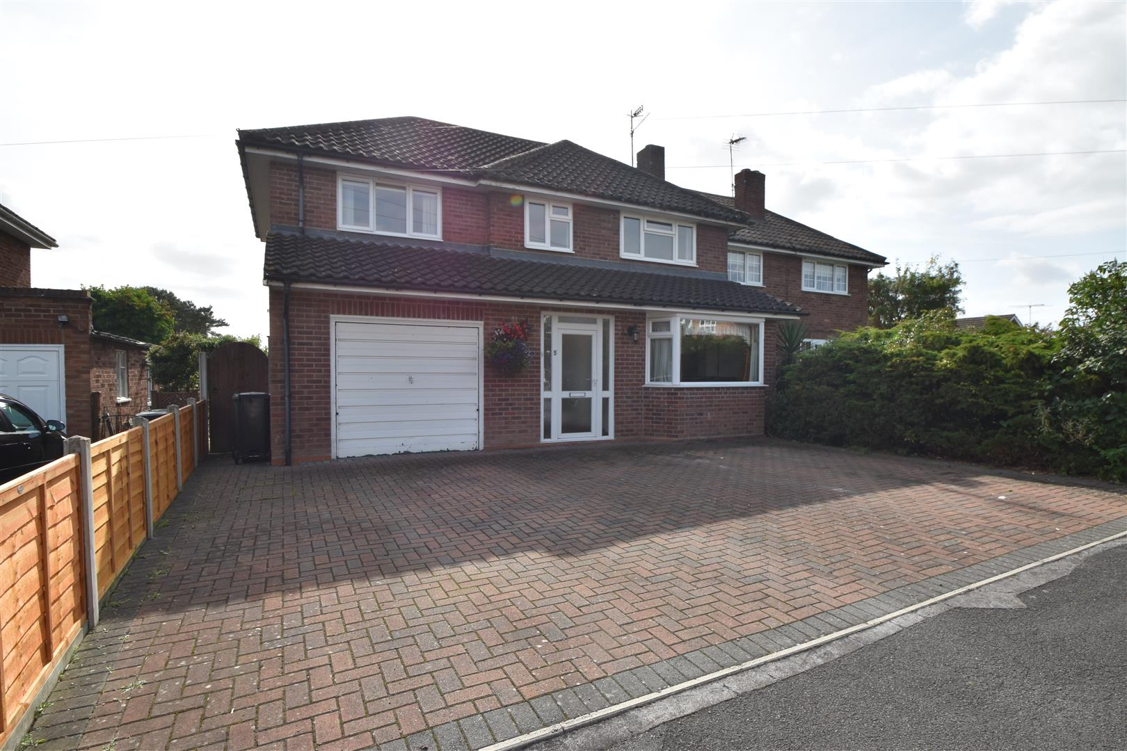 4 Bedrooms Semi Detached House for sale in Shirley Road, Droitwich
